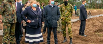 Erna Solberg besøkte Telemarks-bataljonen nær grensen til Hviterussland
